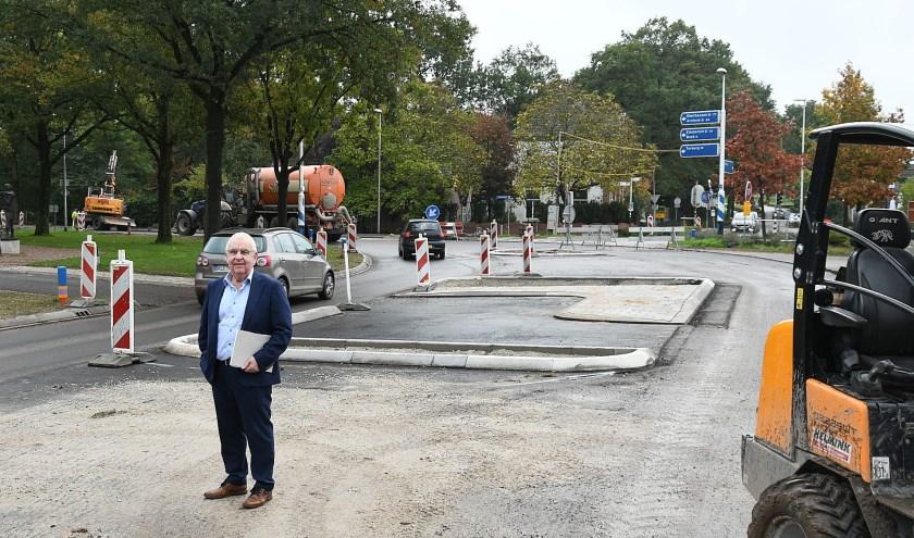 Willy van Dinther, voorzitter van de Dorpsraad Babberich is blij dat er wat aan de veiligheid in het dorp wordt gedaan. (foto: Ab Hendriks)