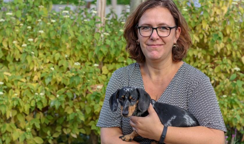 Babette Janssen uit Zevenaar. Haar achternaam staat op nummer 3. Teckel Ceesje heeft ook de achternaam Janssen gekregen! (foto: Bas Bakema)