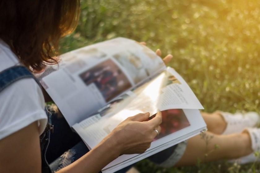 Lezen en voorgelezen worden zijn gezonde bezigheden. Op 8 oktober leest Saskia Harmse voor aan kinderen in De WijKern in Duiven.