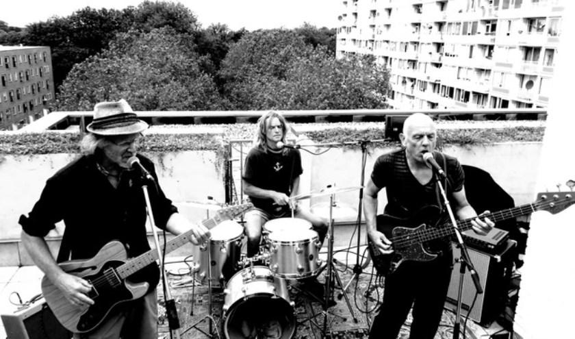 The Unknown Known met zanger/gitarist Joop Nolles, Ernst Cliné (bass/soundeffects/zang) en Jan Westveen (drums/percussie/zang).
