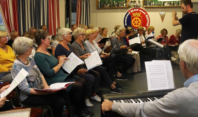 De repetities van het Maarnse Promskoor, maar ook die van het Promsorkest, zijn van start gegaan. FOTO: Hanny van Eerden
