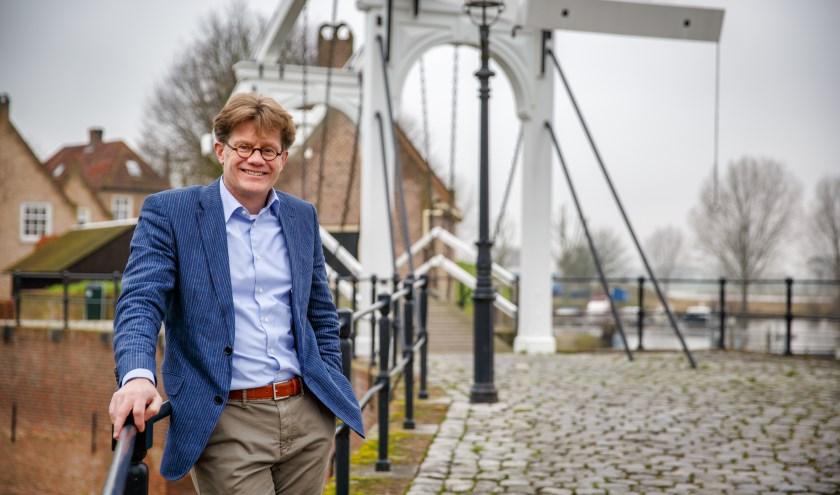 Hildo van Engen vertelt tijdens de Drunense Deining het verhaal achter de restauratie van Heusden. Foto: Yuri Floris Fotografie