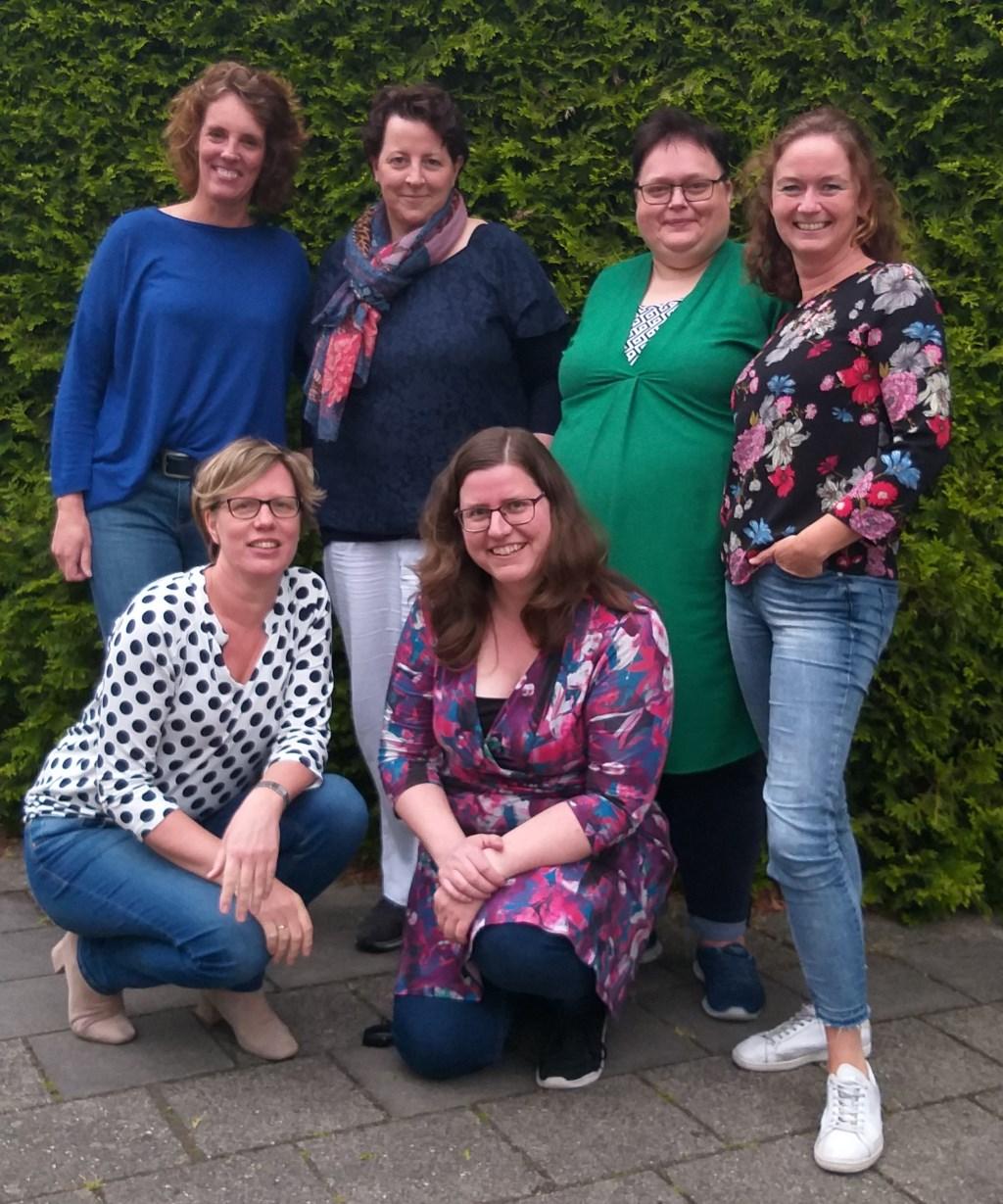 v.l.n.r. Miranda Hanskamp, Alice Venneker, Liesbeth van Balen, Annelies van Os, Simone Noppers en Ingrid Eekel
