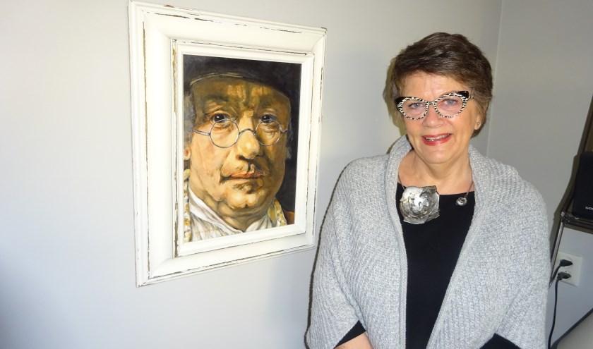 Wijnie Verheij uit Hardinxveld-Giessendam heeft een grote passie voor schilderen. (Foto: Eline Lohman)