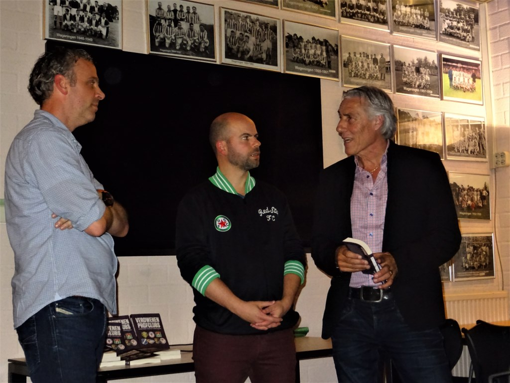 Oud-speler van FC Haarlem, Joop Böclkling (rechts) Foto:  © DPG Media