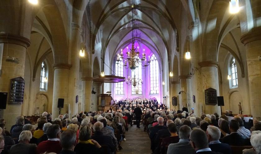 De volle Jacobskerk.