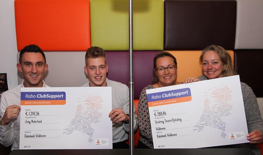 Jong Nederland in Wintelre en TOP Veldhoven werden maandagavond verblijd met een cheque van Rabo ClubSupport. (Foto: Ad Adriaans).