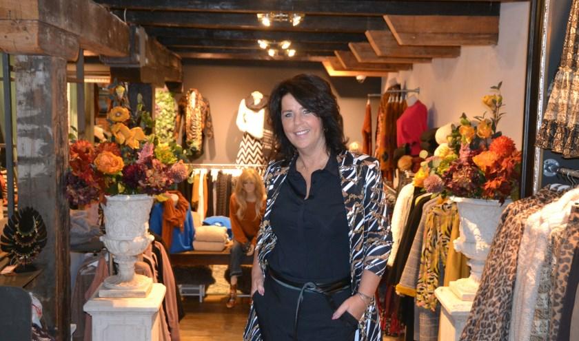 Albertina Maltha van Schiedamsche Vrouwen kijkt uit naar haar modeshow (Foto: Martin Reitsma)