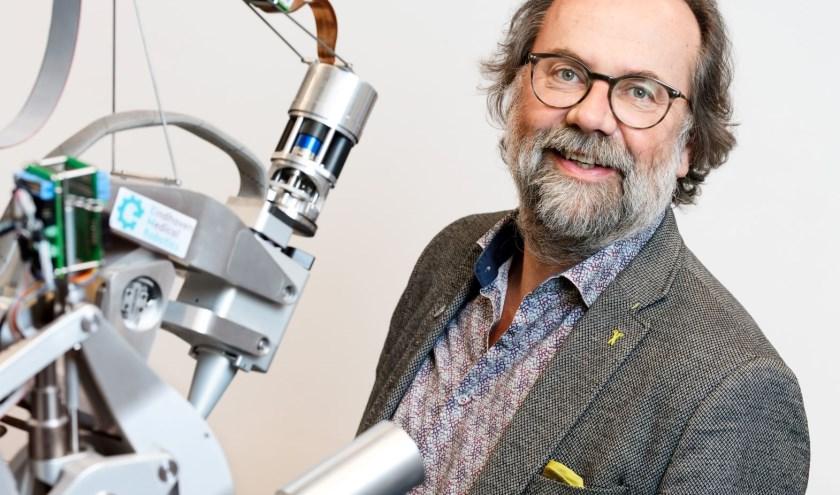 Maarten Steinbuchvan de TU Eindhoven verzorgtde Celelezing. Hij zet zich in voor het verbinden van de wetenschappelijke wereld, bedrijfsleven enonderwijs.