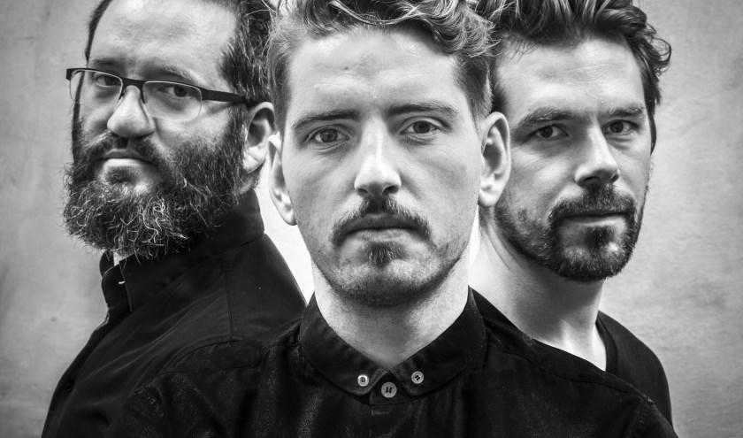 Pablo Held Trio  nam eerder een album op met John Scofield. Op 11 oktober speelt het Duitse trio in Paradox. foto: Juergen Bindrim