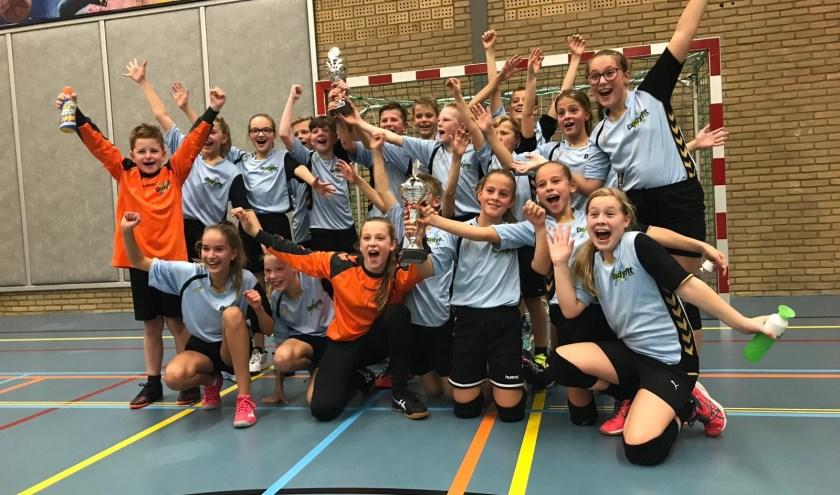 Het Galjoen winnaars van het schoolhandbaltoernooi.