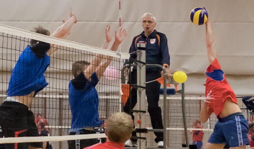 Tom Heemstra valt de bal aan