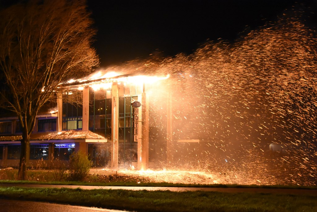 De uitslaande brand op 27 januari 2016 bij restaurant Gouden Wok.  © DPG Media