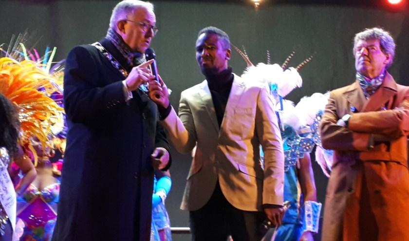 """Het moment waarop burgemeester Aboutaleb Annie Ras publiekelijk noemt, roemt en eert. """"Annie had hierbij aanwezig moeten zijn' aldus een emotioneel bewogen Aboutaleb. Foto: Joop van der Hor"""