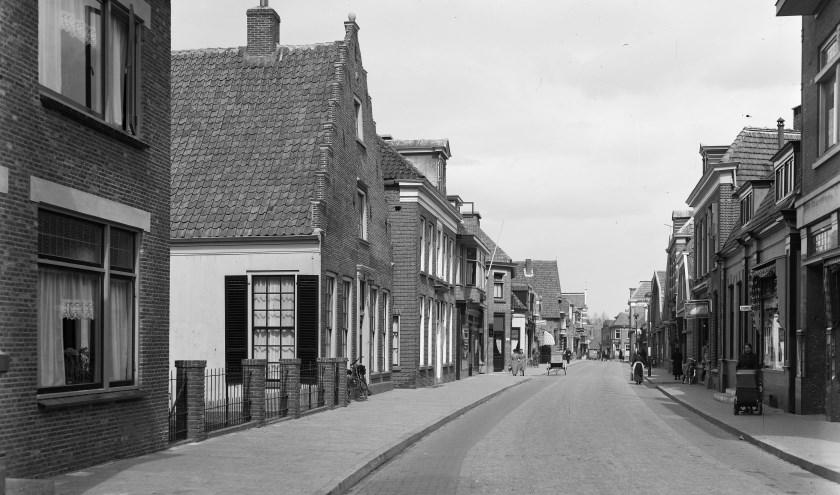 Een blik op de Grotestraat in het verleden. (Foto: Rijssens Museum)
