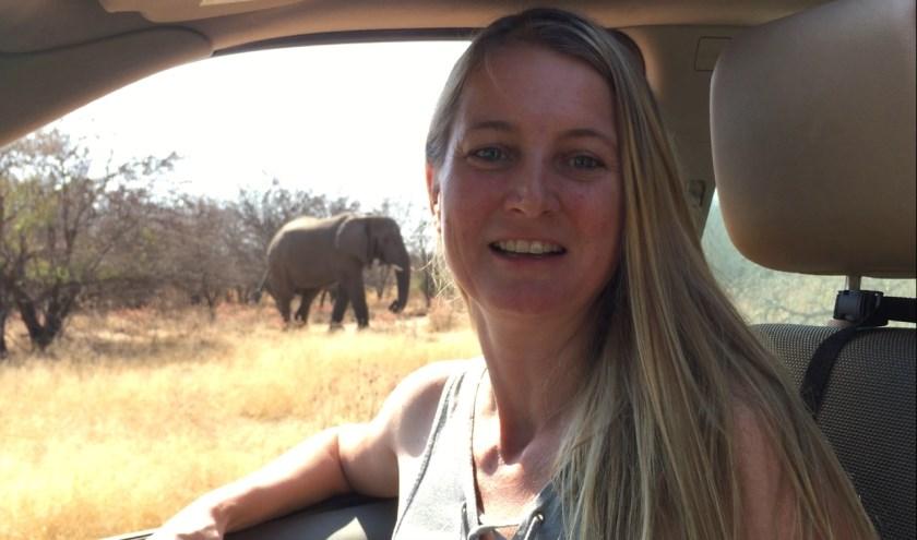 Antoinette van de Water zet zich al vele jaren in voor een goed bestaan van de olifanten. Foto: Bring the Elephant
