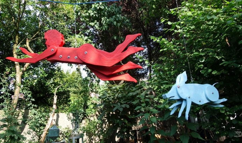 'Al vliegend', beeldengroep van Jos Blersch, te zien tijdens de Kunstwandelroute.