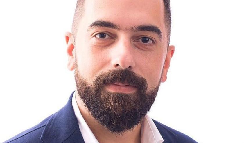 Cem Laçin presenteert ook oplossingendie de SP te bieden heeft. Eigen foto