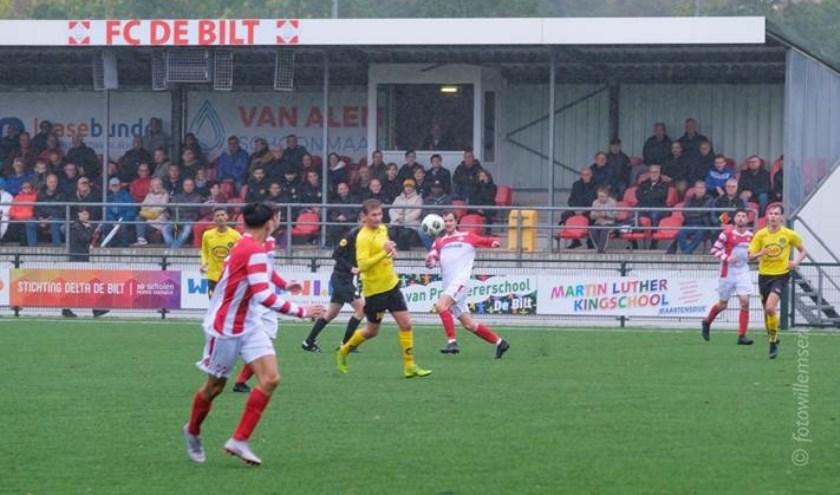 Gelukkig heeft FC De Bilt een overdekte tribune