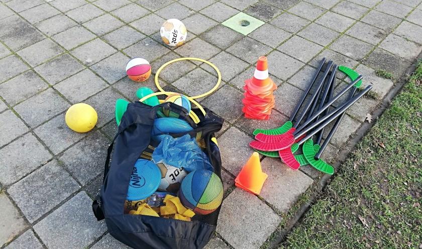 De speelgoedtas die Thomas iedere dinsdagmiddag meeneemt. (foto: Birgit Peelen)