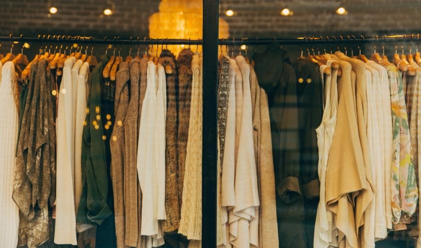 Kringloop Zwolle zoekt een vrijwilligerdie helpt de kleding te sorteren op bruikbaarheid en kwaliteit.