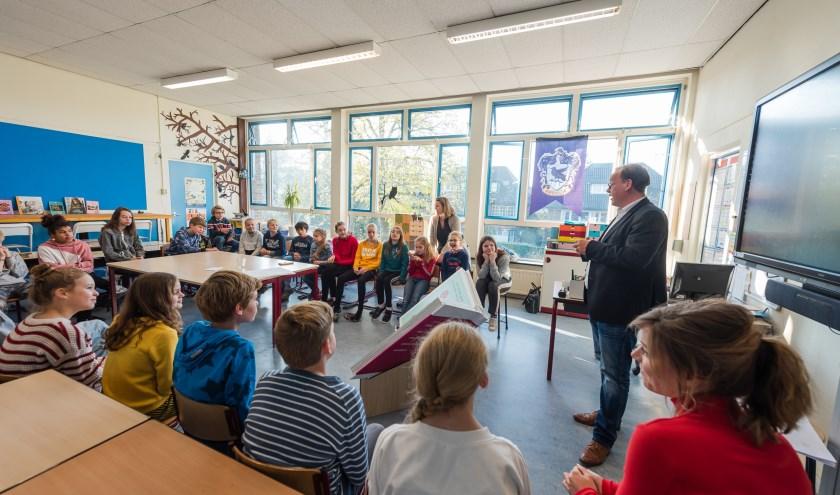 Raadsleden en ambtenaren gaan in gesprek met leerlingen van Het Spoor over de toekomst van Zeist. Dit project is in het kader van het toekomstboek voor Zeist.