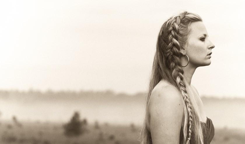 Zangeres en storyteller Willow Mae is een vrouw met een missie om de wereld een stukje mooier te maken. (Foto: Privé)