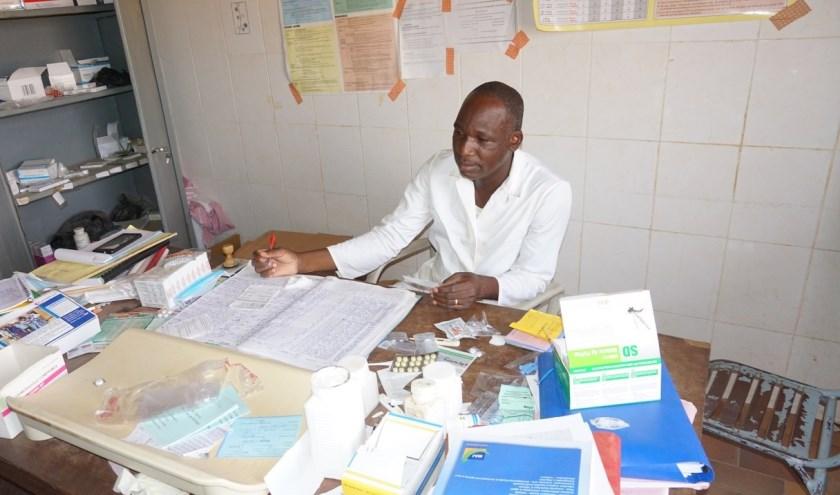 Dokter in gezondheidscentrum.