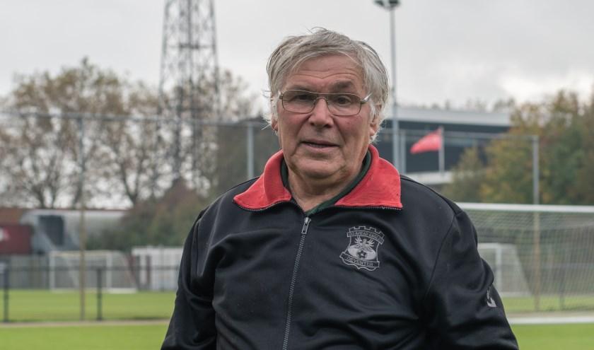 Dolf Boterman zet zich al jaren in voor Go Ahead Eagles, waar hij zich als tuinier bezighoudt met al het 'groen'. (Foto: Jeffrey Hurenkamp)
