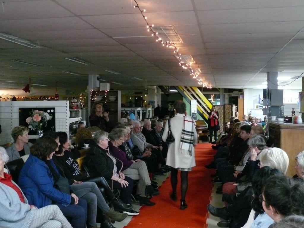 Modeshow Ladies Night 2019 Dorcaswinkel Foto: Gooike van Beek © DPG Media
