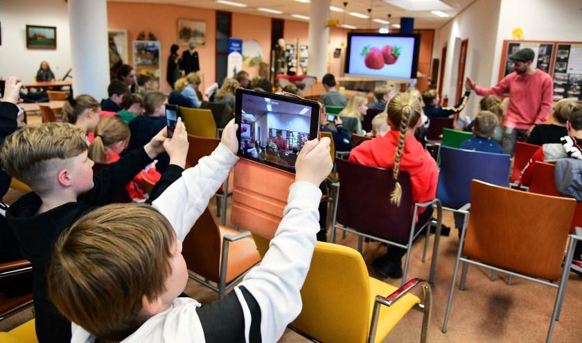 Veel kinderen uit de Kempen reisden op vrijdag 8 november af naar de bibliotheek in Reusel. Foto: Jan Wijten