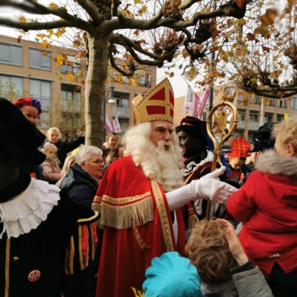 Sinterklaas en de Pieten in de Loper. Foto: Joyce Soriano © DPG Media