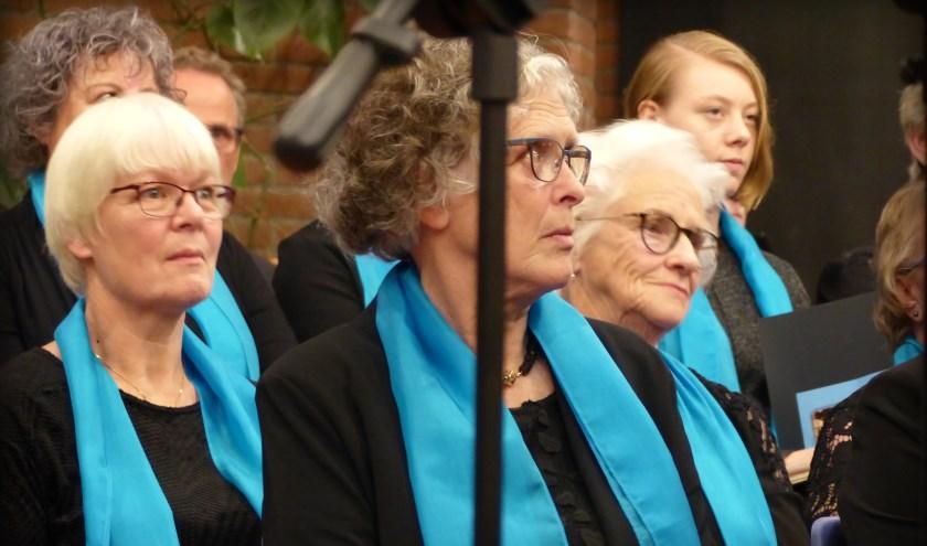 Verhoogde concentratie tijdens het jubileumconcert.De jubilaris ging de muzikale uitdaging met succes aan, al lag de lat hoog. (Foto: Denise Blom)