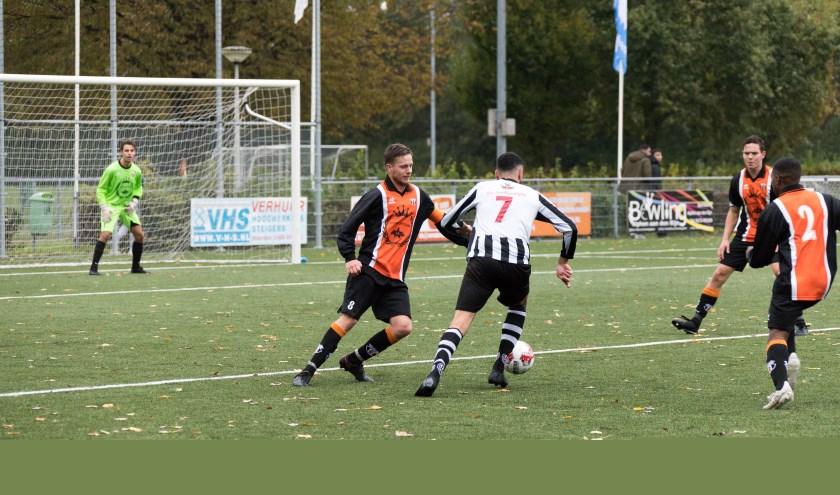 Alphen scoorde er vrolijk op los tegen WIK. Foto: Wouter Verël