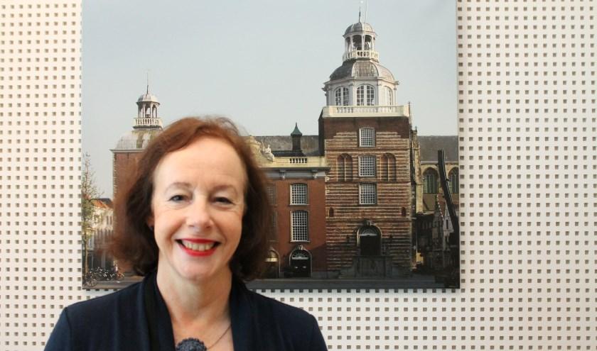 In bijna tien jaar wethouder ontving Loes Meeuwisse veel mensen voor een bespreking, vergunning of informatie op haar werkkamer. Zij vertrekt nu naar Noord-Beveland. (foto: Leon Janssens)