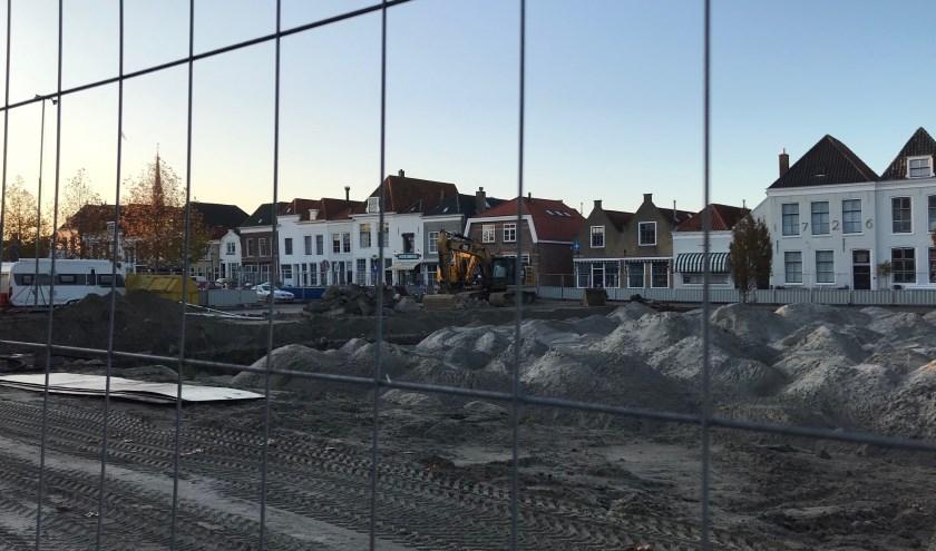 Op dit moment ligt er 5000 m3 zand in de haven en daar komt nog 5000 m3 bij in de komende tijd. FOTO: Anneke Flikweert
