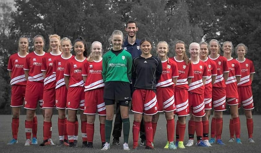 Deze meiden vormen samen het Twents Regioteam. Hun uitvalsbasis is FC Berghuizen, maar ze komen uit de wijde regio.