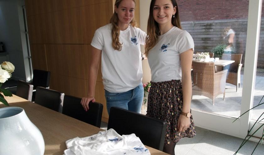 Floor van Hout uit Steensel en Isa Teuwens uit Bergeijk pronken in hun eigengemaakte T-shirts.