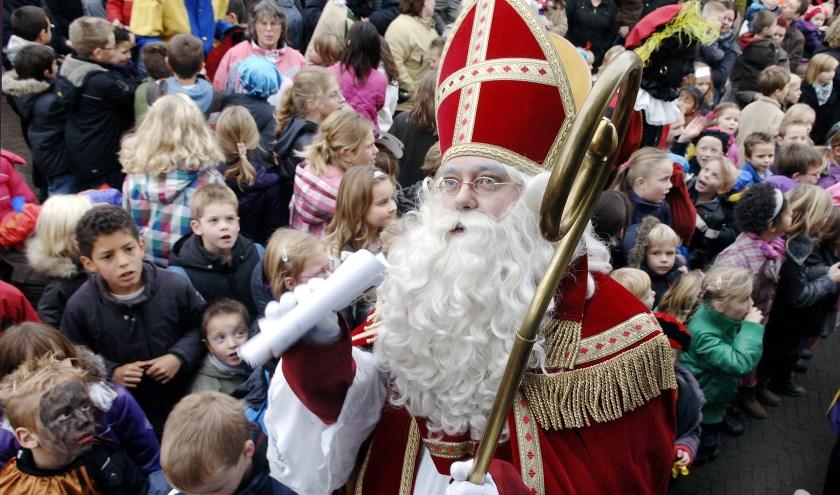 Sinterklaas in Gendringen tijdens een vorige intocht. (foto: Roel Kleinpenning)
