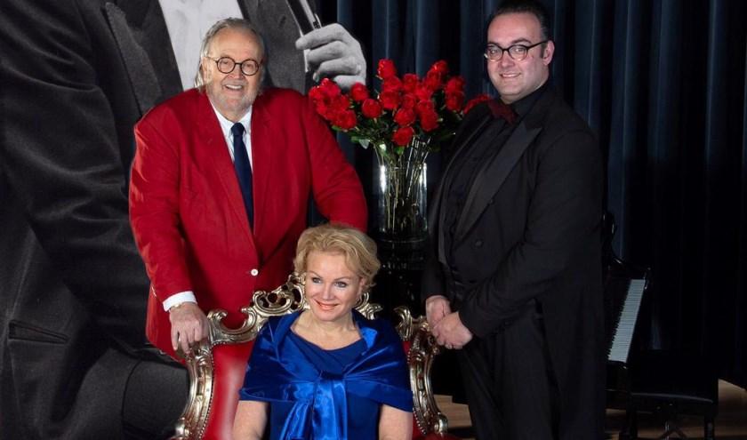 Zoon Maurice Hermans, zangeres/actrice Astrid Cattel en pianist Harrie Herfst, volgen Toon met een avondvullend programma. Eigen foto