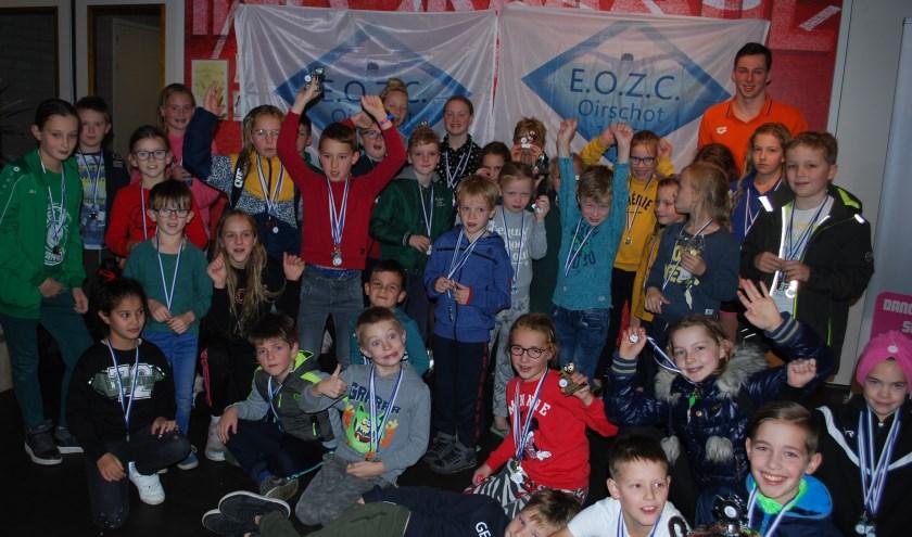 Alle enthousiaste deelnemers verbroederd op de foto
