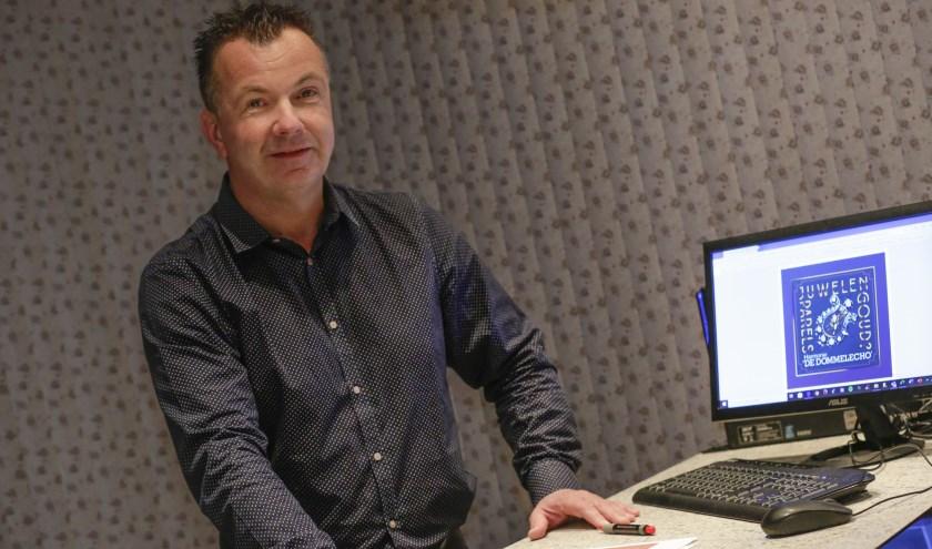 Stephan van der Heijden bewaart het overzicht en zorgt dat de voortgang van de productie  gewaarborgd wordt. (Foto: Jurgen van Hoof).