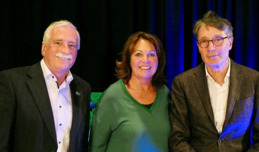 Karin en Dirk Lips met HTR-presentator Leo Swaans (links). De uitzending is op zaterdagavond om 19.00 uur. Foto: Ad Kraamer