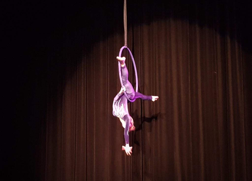 Hanna in actie in de hoepel Foto: Inge Haidar © DPG Media