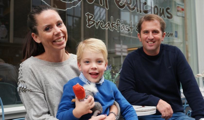Fiona Stoger-Buitenhuis met haar man Marc en zoon Harvey. Foto: LP