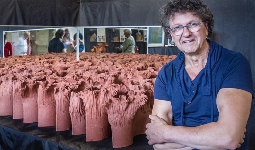 Twan Hendriks met een deel van het ParkinsonGrasveld.