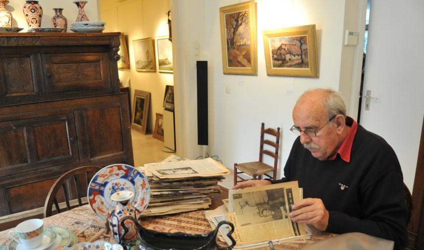 Hans Bregman in zijn sfeervolle galerie. (foto: gertbudding.nl)