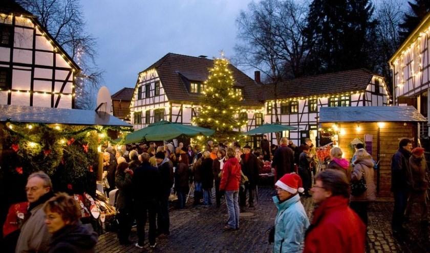 Op de gezellige kerstmarkt is een keur aan artikelen te koop