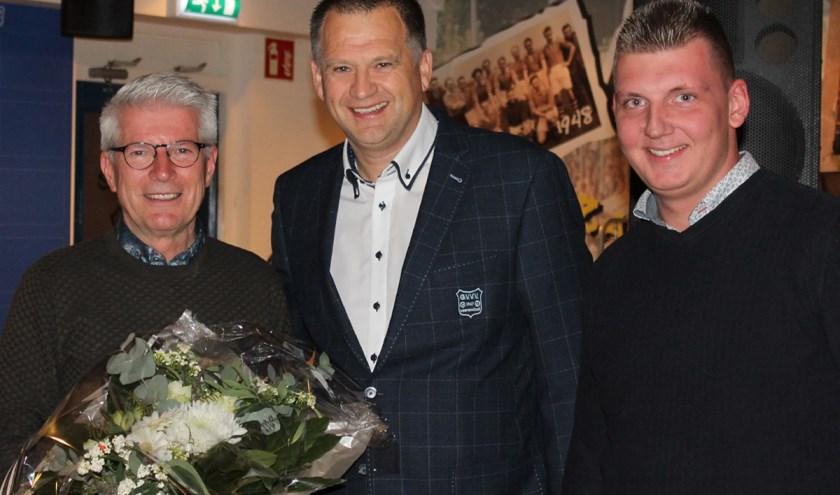 v.l.n.r. Lid van Verdienste Loek Budding, Barry van de Lagemaat (voorzitter) en Youri van Doorn (woordvoerder).