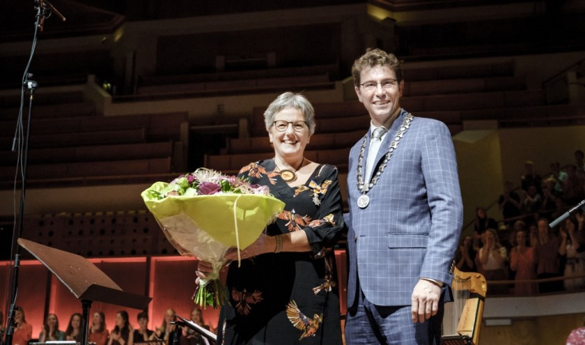 In TivoliVredenburg is tijdens het jubileumconcert 30 jaar Nationale Koren Wilma ten Wolde benoemd tot Ridder in de Orde van Oranje-Nassau.